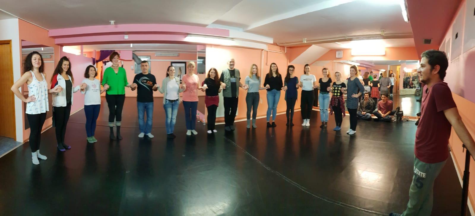 Traje tečaj turskih narodnih plesova